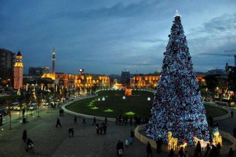 Нова Година в Албания, ДУРЪС с АВТОБУС! 3 нощувки + 3 закуски + 2 ВЕЧЕРИ в хотел Vila Belvedere 3* за 271 лв. на Човек