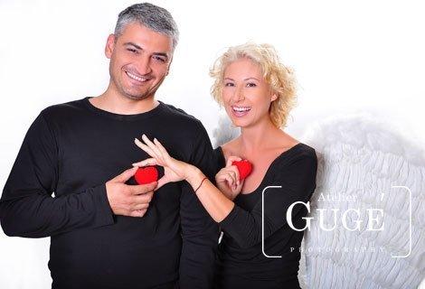 Специална фотосесия за влюбени в Atelier Guge + Подарък: 10 подбрани и обработени снимки на хартия + целия необработен с