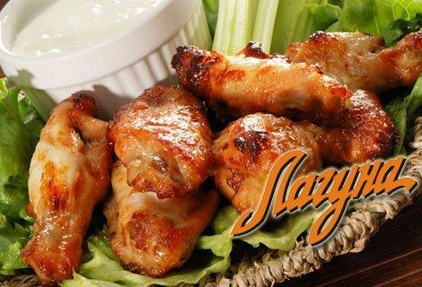 Празнично Угощение за двама във Виенски Салон Лагуна! Половин килограм пилешки крилца + Половин килограм пържени картофк