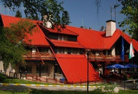 ГЕРГЬОВДЕН в БОРОВЕЦ, хотел Бреза 3*: 2 Нощувки със закуски и Вечери + Сауна и Парна Баня за 99 лв. на Човек!