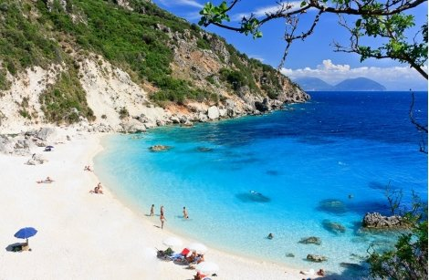 1-ви МАЙ на остров ЛЕФКАДА, Гърция: 3 нощувки със закуски в хотел VASSILIKI BAY 3* + ТРАНСПОРТ + ЕКСКУРЗИИ само за 245 л