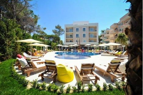 Великден в Дуръс, Албания: Транспорт + 3 нощувки със закуски + 3 Вечери в хотел SANDY BEACH RESORT 4* само за 303 лв. на