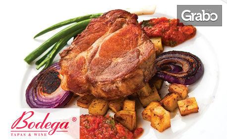 Свински стек с картофки Уеджис и сос Ромеско