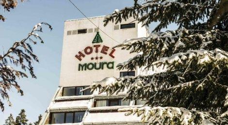 Специална оферта за хотел МУРА 3*, БОРОВЕЦ! Нощувка със закуска + Чаша червено вино в ресторант Балкани за 43 лв  на Чов