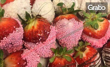 Сет от свежи ягоди в изящна обвивка от три вкуса белгийски шоколад