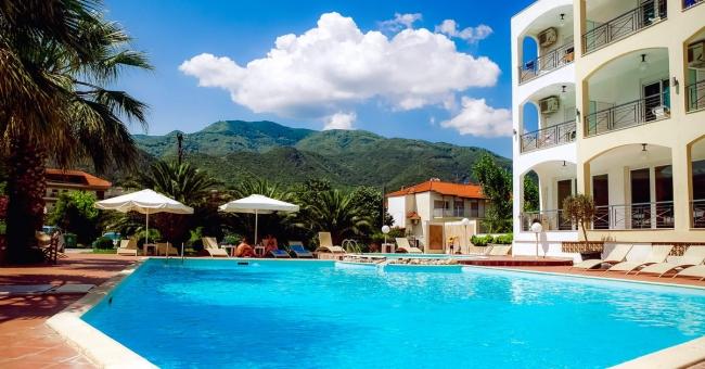 Морска почивка на Халкидики през юни - Stavros Beach Hotel 3* - 5 нощувки с включени закуски!