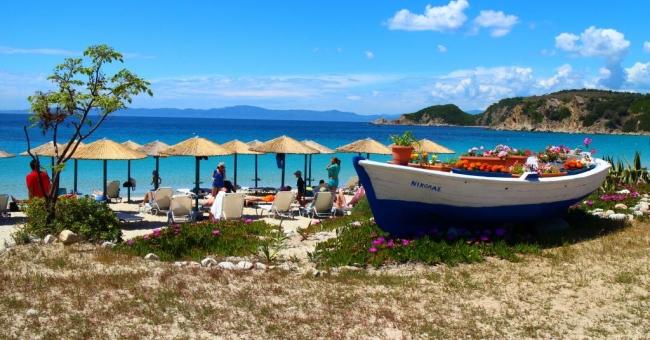 Почивка на остров Амуляни, Халкидики в Agionissi Resort 4*-5 нощувки, с включени закуски и вечери от 10 до 15 юни 2018!