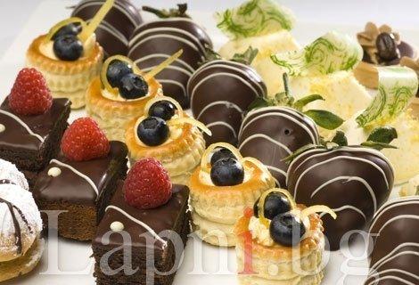 Сладки моменти и незабравимо парти с H&D Catering - 30 бр. сладки тарталети с течен шоколад, горски плодове и кокос само