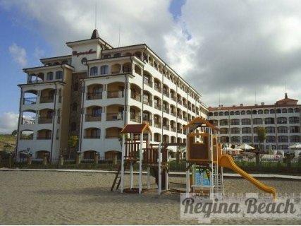 ЛЯТО, ЦАРЕВО, в луксозния Хотел REGINA BEACH 3* на брега на морето: Нощувка на цени от 50 лв. за ДВАМА + БАСЕЙН и ШЕЗЛОНГ