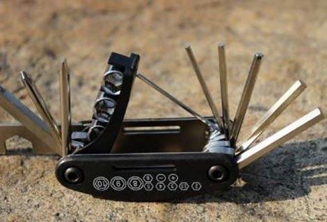 Имате проблем с колелото! Можете да го ремонтирате без чужда помощ с Комплект инструменти за колело 16 в 1 на цена от 6.80 лв.!