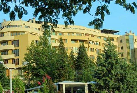 СПА в Сандански, Апарт Комплекс МЕДИТЕ 3*: Пакет от 2 Нощувки със Закуски + Масаж по избор + САУНА Парк и Басейн с минер
