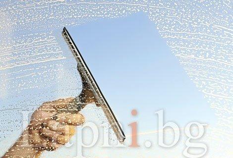 Почистване на прозорци до 50 кв.м., до 80 кв.м. или до 100 кв. м. на цена от 14.90 от Авитохол
