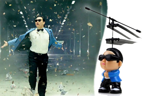 Лятна Разпродажба, Плати 1 вземи 2! Gangnam Style, сега в изпълнение на Летящ и Пеещ PSY - Кукла - Хеликоптер с дистанци