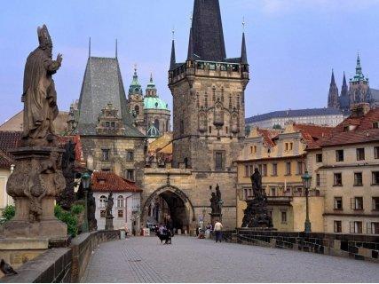 ФЕСТИВАЛ НА СВЕТЛИНАТА в Златна ПРАГА! Транспорт + 3 нощувки със закуски в хотели 3* + Панорамна обиколка в Прага и Буда