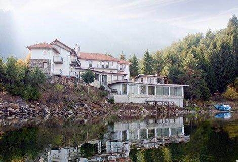Лято в  ДОСПАТ, Семеен Хотел ЕМИЛИ 3*: Нощувка с домашна закуска само за 60 лв. за ДВАМА или Нощувка със Закуска и Вечер
