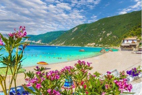 ЛЯТО на остров Лефкада, Гърция с автобусен транспорт! 4 нощувки със закуски и вечери в хотел 3* за 379 лв.