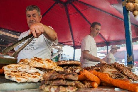 ЛЕСКОВАЦ - Карнавал на печеното месо: Транспорт + Нощувка в хотел 3 * със закуска + Посещение на Ниш и Лесковац само за