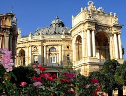 Уикенд в Одеса! Самолетен билет + 2 нощувки със закуски в хотел Milano 4* + Пешеходна разходка в Одеса с местен екскурзо