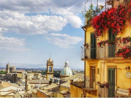 Септемврийски празници в Сицилия - Палитра от красота: Самолетен Билет + 3 нощувки със Закуски в хотел 3* или 4* на цена