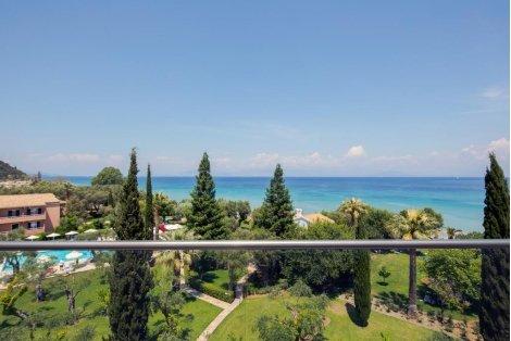 ГЪРЦИЯ, остров КОРФУ, хотел Delfinia 4*: Самолетен билет за чартърен полет на Bulgaria Air с трансфери + 7 нощувки със з