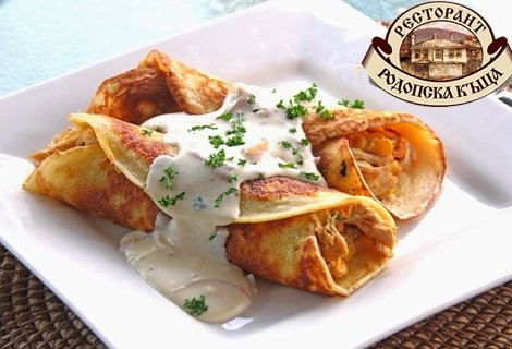 За двама гладни! 2 Средиземноморски салати + 2 порции разкошно Пиле Палачинка + 2 домашни торти с Маскарпоне за 15.59 лв