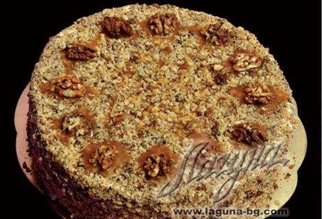"""Това е класика! Френска селска торта с медени блатове, заквасена сметана и орехи само за 19 лв. от Виенски Салон """"Лагуна"""