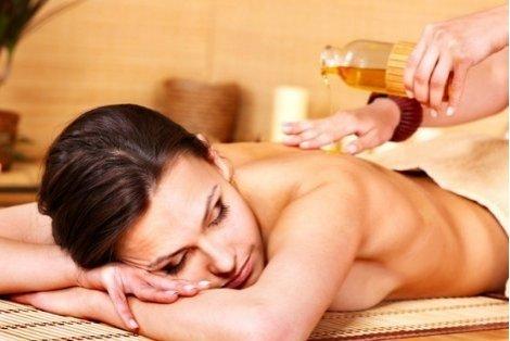 Усетете аромата на нежните етерични масла! Лечебен масаж на гръб с магнезиево олио само за от 16.90лв. от Салон Престиж