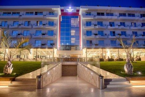 НОВА ГОДИНА в Дуръс, Албания: Транспорт + 3 нощувки със закуски + 3 Вечери, вкл. Новогодишна гала вечеря с програма в хотел Premium Beach 5* само за 505 лв. на ЧОВЕК!