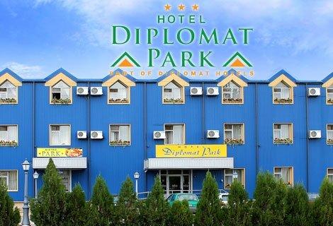 КОЛЕДА в Дипломат Парк 3*: 2 Нощувки + 2 Закуски + 1 Празнична Бъдни Вечер с DJ +1 Празнична Коледна Вечеря с DJ за 104