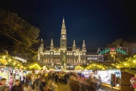 Коледа в Будапеща и ВИЕНА! Транспорт + 3 нощувки със закуски + Празнична Вечеря в хотел Budapest 3*+ за 445 лв. + Панора