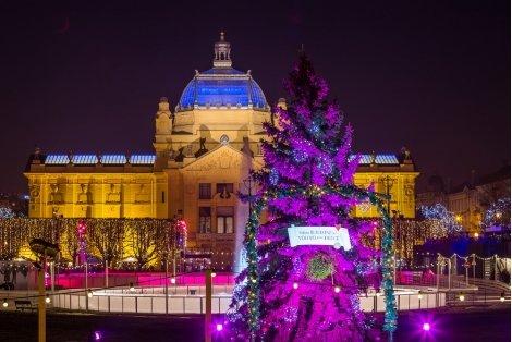 Коледа в Загреб! Транспорт + 3 нощувки със закуски в хотел Laguna 3* + Пешеходна обиколка с водач за 310 лв. на Човек