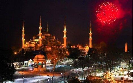 Нова година в Истанбул, с автобус! Пакет от 3 нощувки + 3 закуски в хотел Yaztur 3* за 145 лв. + Обиколка и Посещения на