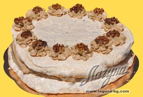 """НОВО от Виенски Салон Лагуна! Бяла целувчена торта с крем маскарпоне, ягоди и бадеми ИЛИ Целувчена торта """"Орехова целувк"""