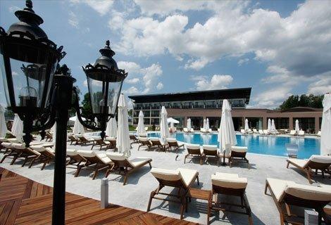 СВЕТИ ВАЛЕНТИН в БЕЛЧИН БАНЯ, Хотел BELCHIN GARDEN 4*: нощувка със закуска + Специално селектирано четиристепенно празни
