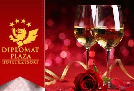 14 -ти Февруари! ДИПЛОМАТ ПЛАЗА 4*, Луковит: Пакет от 2 Нощувки със Закуски + Романтична вечеря на свещи със специално м