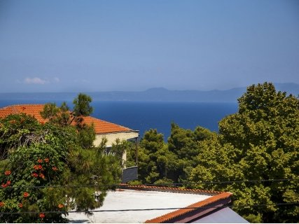 Гръцко лято! ХАЛКИДИКИ, Adonis Hotel Kriopigi 2*: нощувка със закуска на цена от 49 лв. или нощувка със закуска и ВЕЧЕРЯ