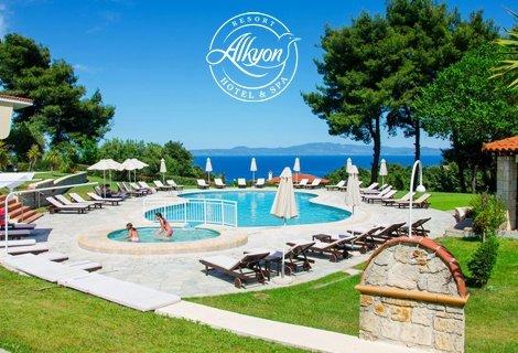 Гръцко лято! ХАЛКИДИКИ, Alkyon Resort 4*: нощувка със закуска в Студио на цена от 99 лв. За ДВАМА!