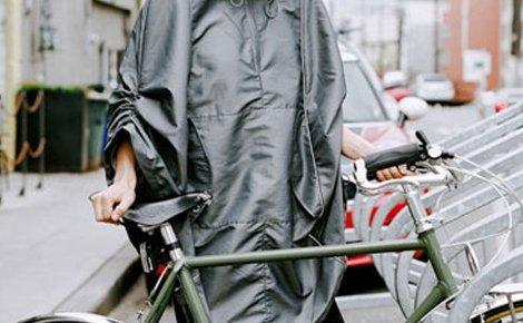 Обичаш колоездене, но няма слънце и пак вали, какво да правя? Вземи си Дъждобрана - Пончо  за велосипед само за 4.90 лв.