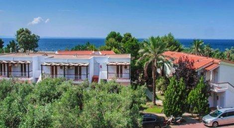 Гръцко Лято на брега на морето в Coral Blue Beach Hotel 3*! Нощувка със Закуска за 115 лв. За ДВАМА + ДЕТЕ до 11.99 год