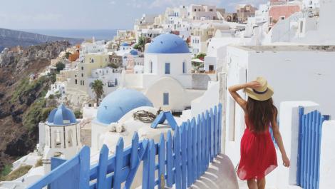Санторини - островът с най-красивите залези! Транспорт + 2 нощувки със закуски в Атина хотел 3* + 3 нощувки със закуски на о-в Санторини + Панорамна обиколка на Атина + Фериботни такси за 659 лв.