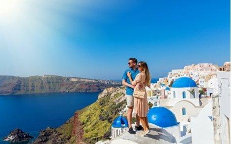 Автобусна екскурзия до Остров Санторини и Атина! Транспорт + 3 нощувки със Закуски на остров Санторини + 1 нощувка със З
