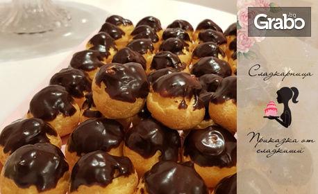 50 мини еклерчета с ванилов крем и шоколадова поръска