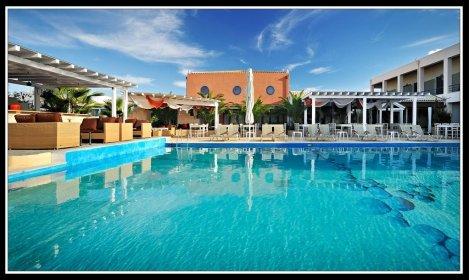 Великден на о-в Лефкада, Гърция с автобус! 3 нощувки със закуски и вечери в хотел Ianos 3* + Посещение на манастира