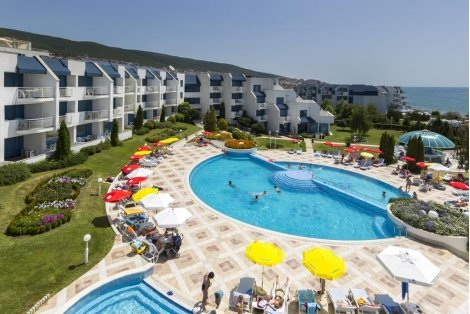 НА МОРЕ в Свети ВЛАС, хотел Синева Парк на брега 4: Нощувка на база All Inclusive за 64 лв. на Човек + БАСЕЙН