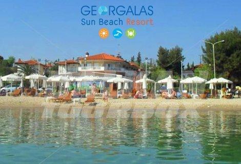 NEW за 2019 г! ХАЛКИДИКИ, хотел Georgalas Sun Beach Hotel 2* на брега: Нощувка със закуска в Двойна стая на цена от 78 лв. За ДВАМА + Дете до 6 г. Безплатно!