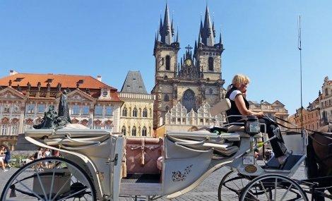 Екскурзия до ЗЛАТНА ПРАГА: 3 нощувки в хотел 2/3* със закуски на цена от 375 лв. на ЧОВЕК + ТРАНСПОРТ + Посещение на аутлет шопинг - градчето Парндорф + възможност за посещение на Дрезден и Братислава!