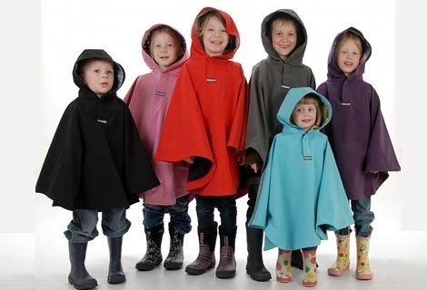 Водоустойчиви хлапета с детски дъждобран - пончо в цвят по избор само за само за 0.99 лв.