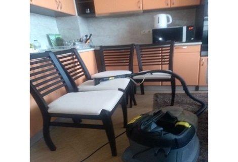 ПРОФЕСИОНАЛНО Пране на 6 броя тапицирани столове на цена от 17.90 лева от Фирма КИМИ!