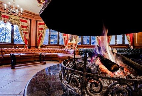 ПАРТИ ВЕЧЕР ПО ГРЪЦКИ с Аристос  на 14 Декември в елитния хотел ПАМПОРОВО 5*: Нощувка със Закуска и Вечеря на цени от 49 лв. на Човек + Басейн, сауна, парна баня и джакузи!