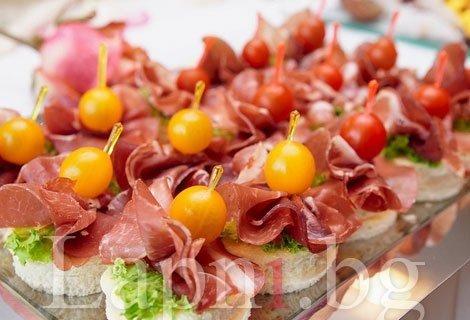 За вашето запомнящо се парти! 90 броя солени мини Сандвичи, само за 45.95 лв.,+ БЕЗПЛАТНА Доставка от Кулинарна работилница Дели4и + Безплатна доставка за София
